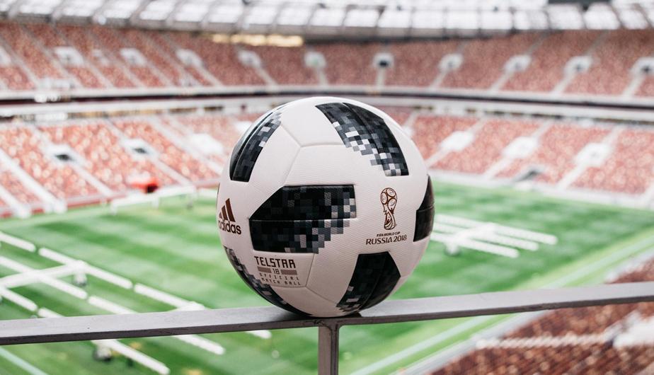 """El diseño rinde tributo al primer balón que creó adidas para el Mundial El  nombre del Telstar original procedía de su condición de """"estrella de la ... e4f76a2151f8a"""