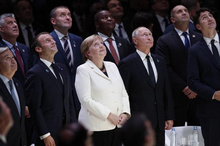 El secretario general de las Naciones Unidas, Antonio Guterres, el presidente francés Emmanuel Macron, la canciller alemana, Angela Merkel, el presidente ruso Vladimir Putin y el primer ministro canadiense Justin Trudeau en una curiosa foto en el Foro de la Paz en París.