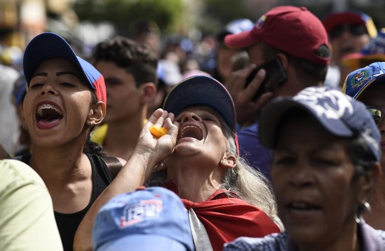 Seguidores de Juan Guaidó, presidente de Venezuela reconocido por 50 naciones, se preparan para la marcha de este martes.