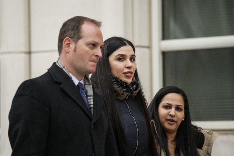 Emma Coronel Aispuro, esposa de Joaquín 'El Chapo' Guzmán, se retira del Tribunal Federal de EEUU. luego de escuchar el veredicto que declaró culpable al capo mexicano.