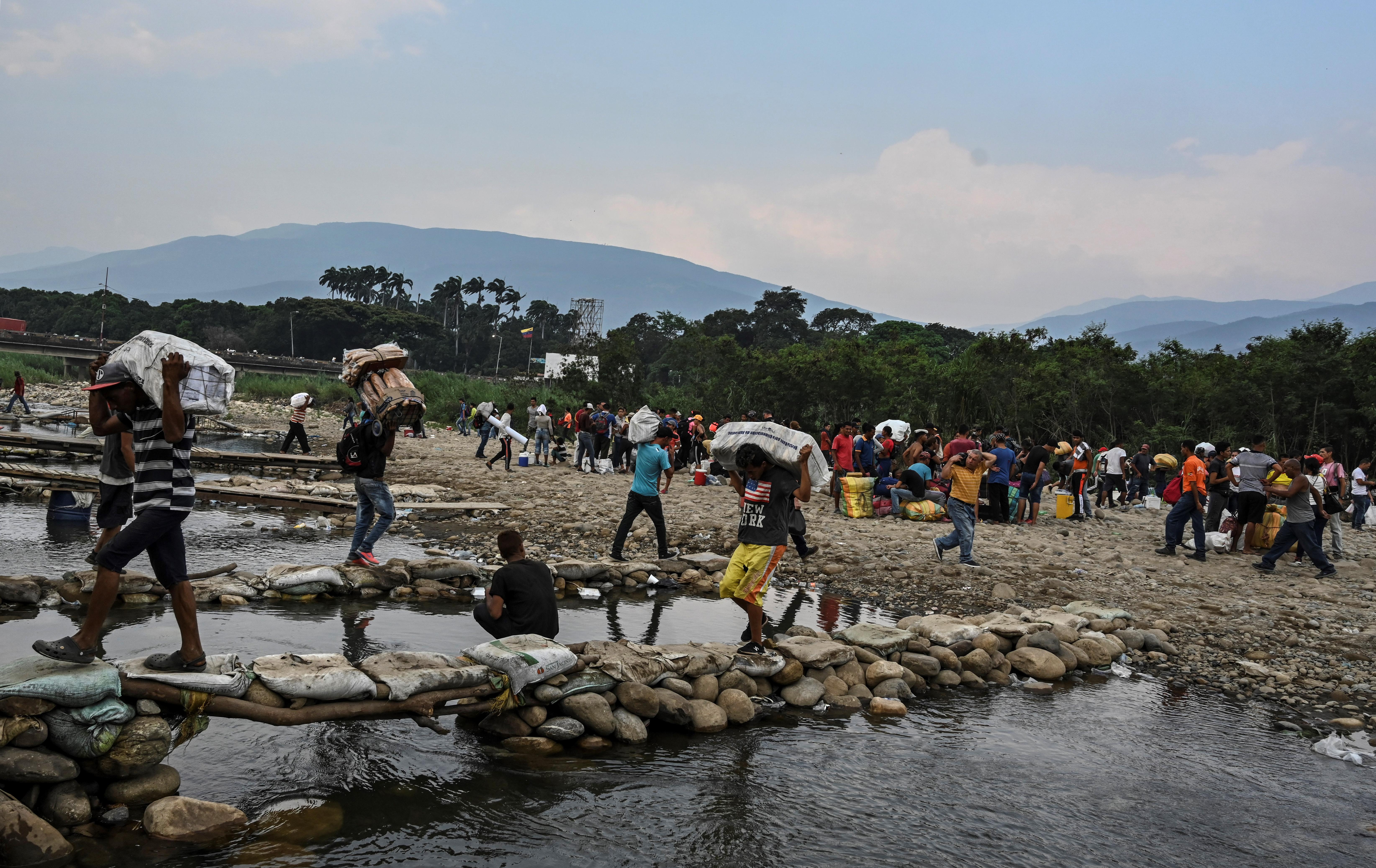 El paso de ciudadanos desde o hacia Venezuela es por caminos ilegales o trochas como se les conoce.