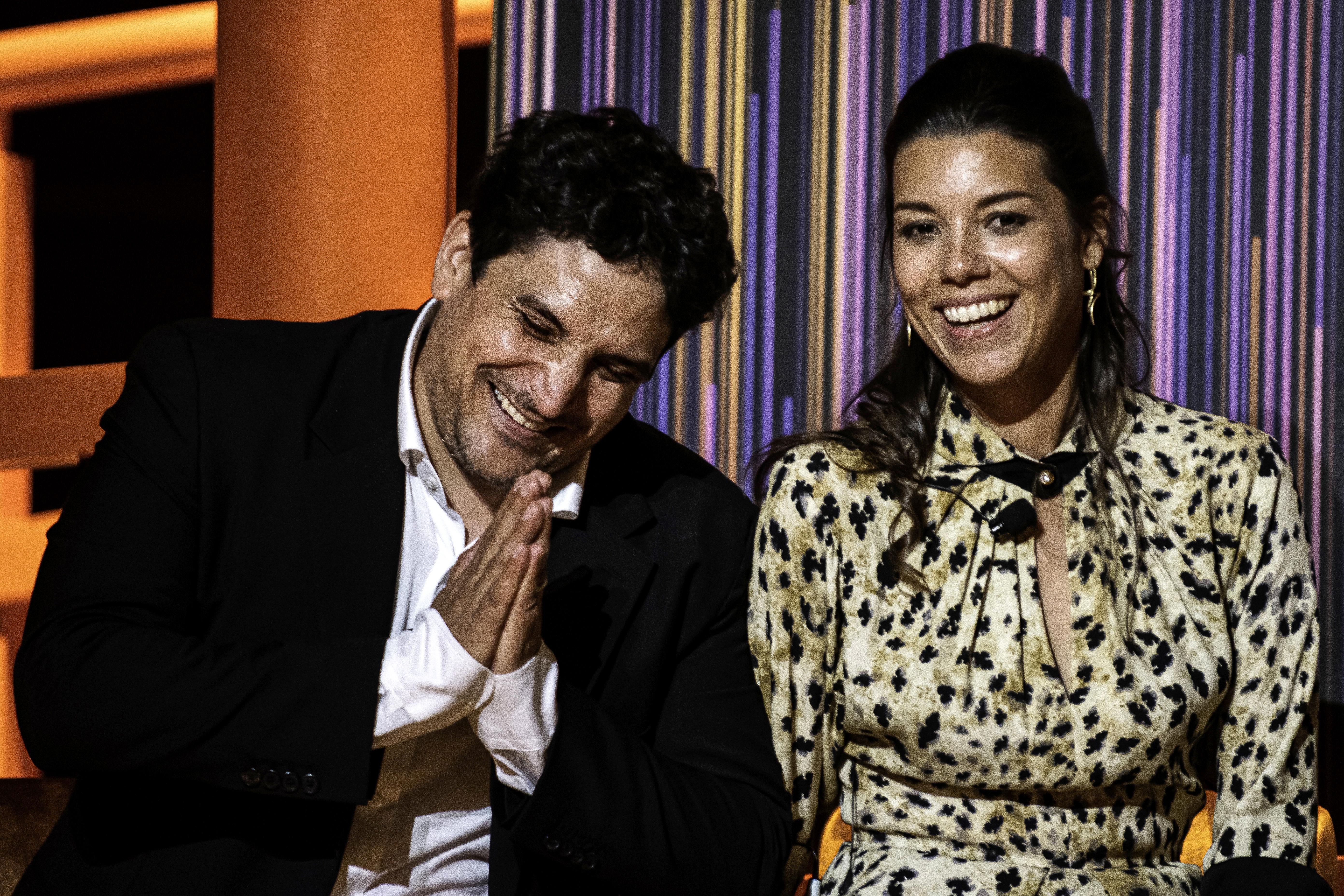 Mauro junto a  su esposa Julia al recibir la distinción en Singapur.
