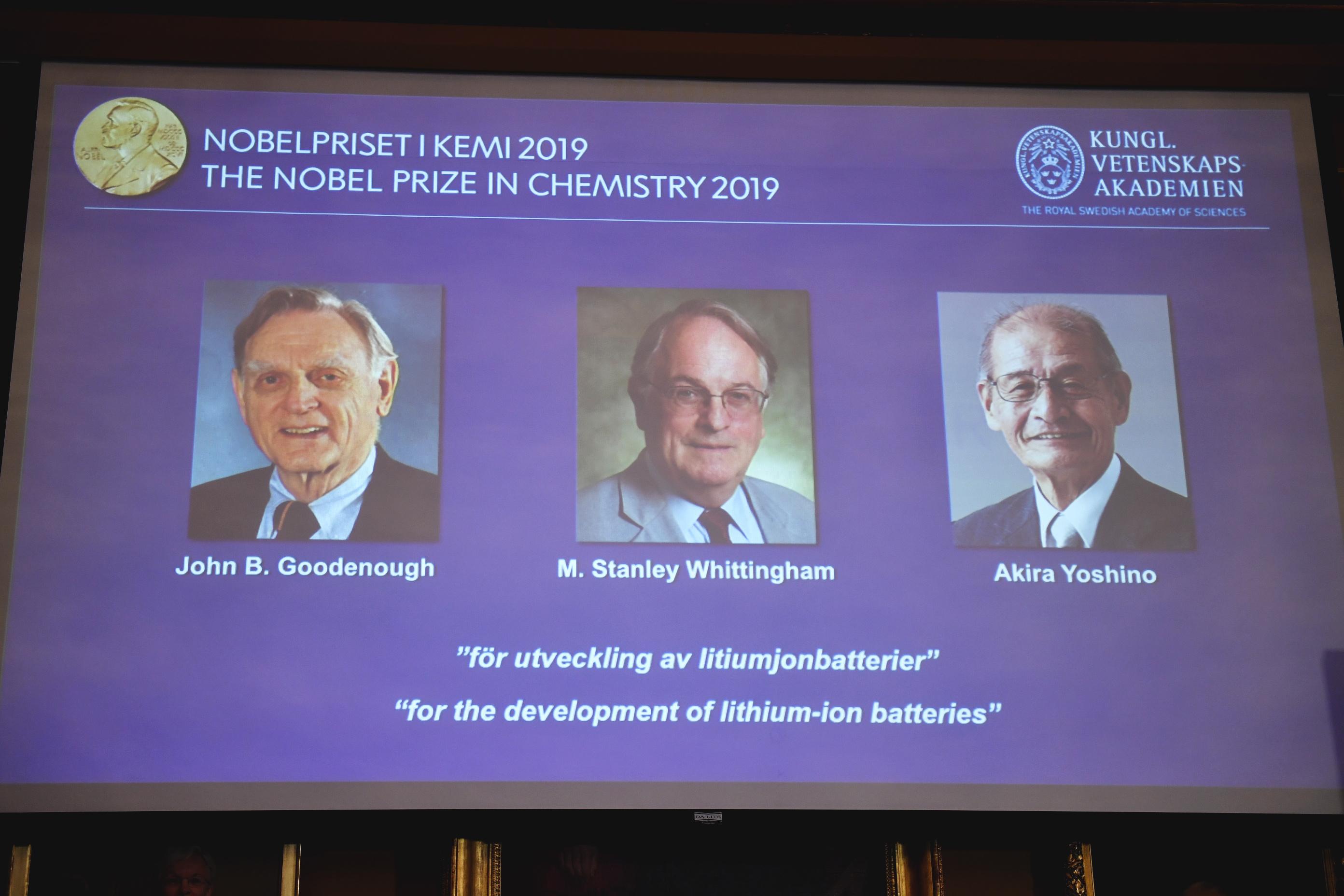 El estadounidense John Goodenough, el británico Stanley Whittingham y el japonés Akira Yoshino, ganadores del Nobel de Química 2019. |