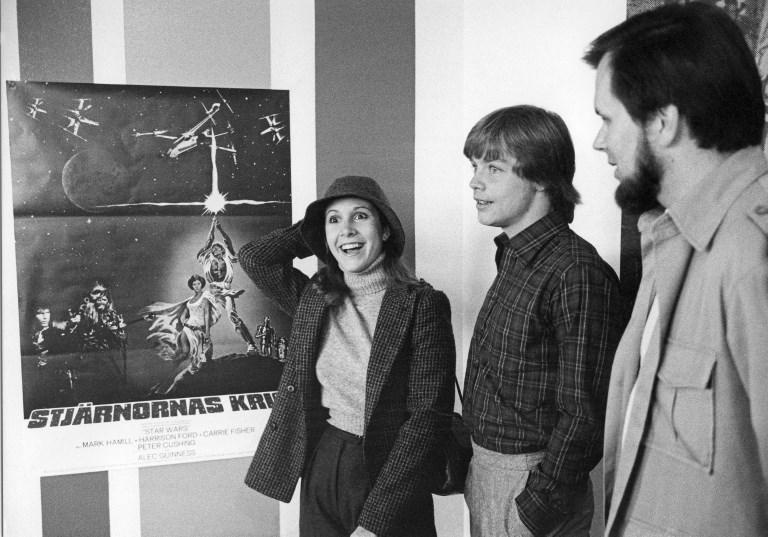 Carrie Fisher junto a Gary Kurtz.
