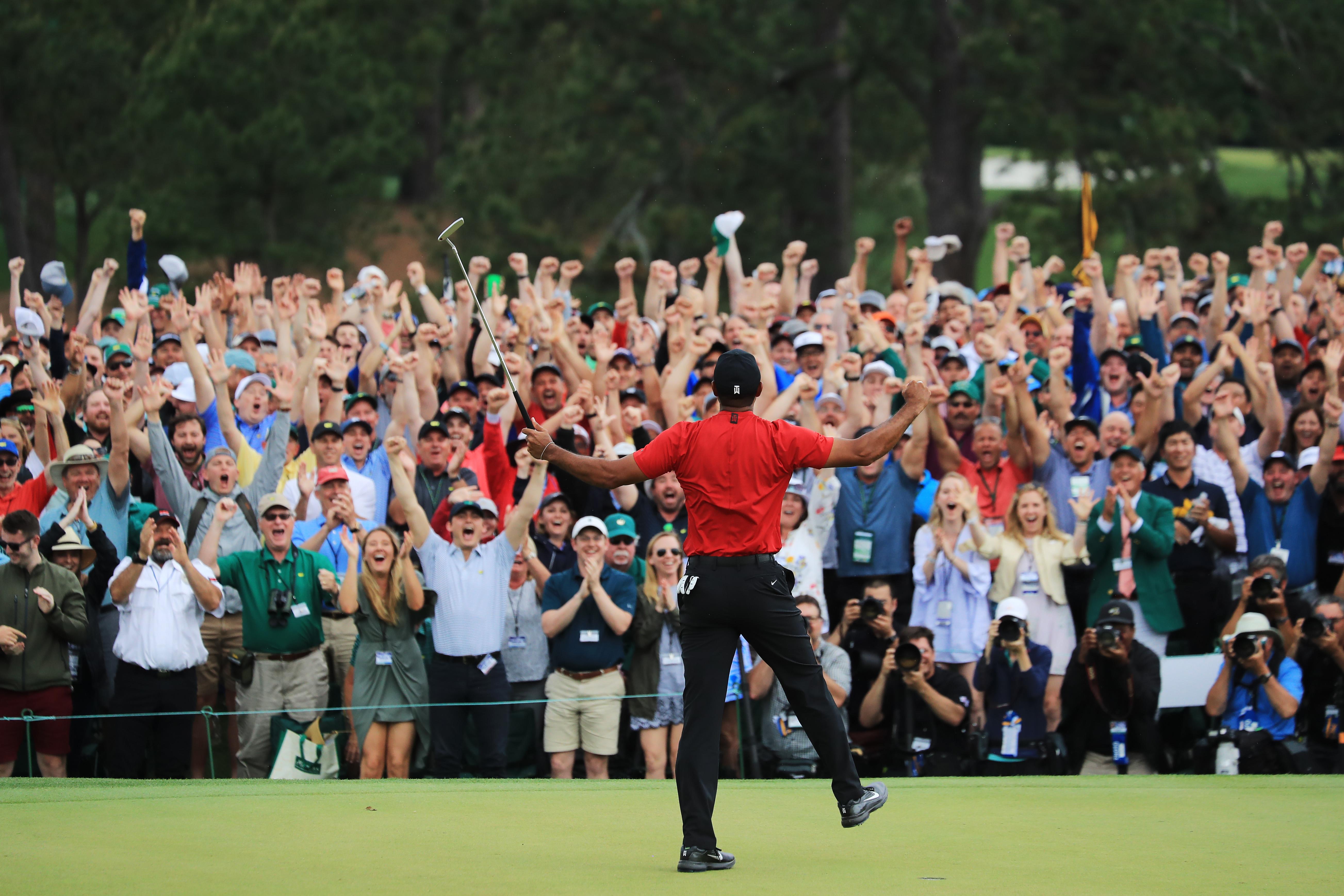 El festejo de la gente fue tan efusivo como el de Tiger Woods.