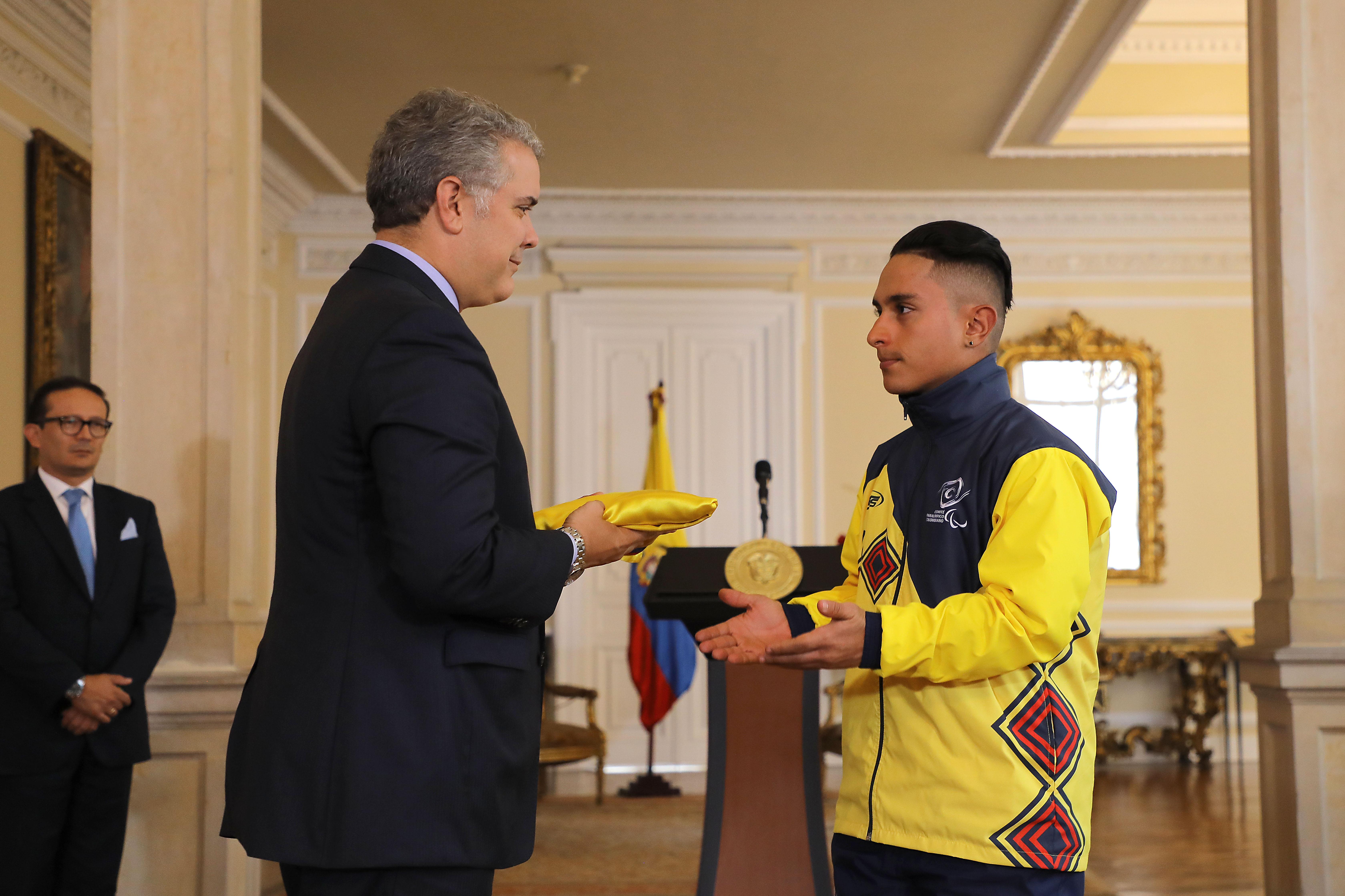 Presidente Duque y Alejandro Perea, campeón mundial de paracycling.