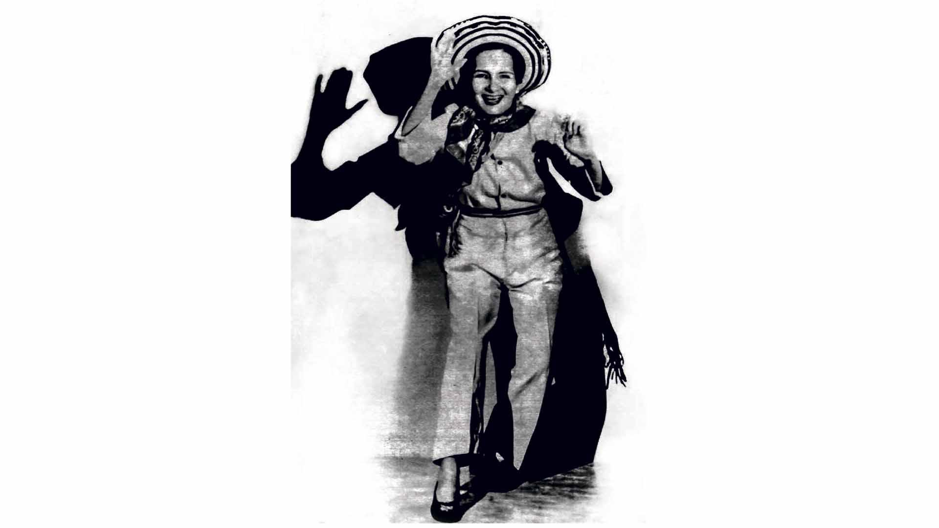 Esther Forero viste un traje de cumbiambero en 1945.