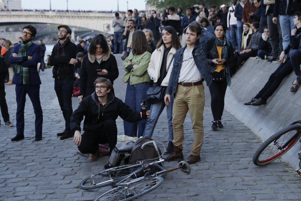 Los habitantes de París quedaron sorprendido con el incendio de la catedral Notre Dame.