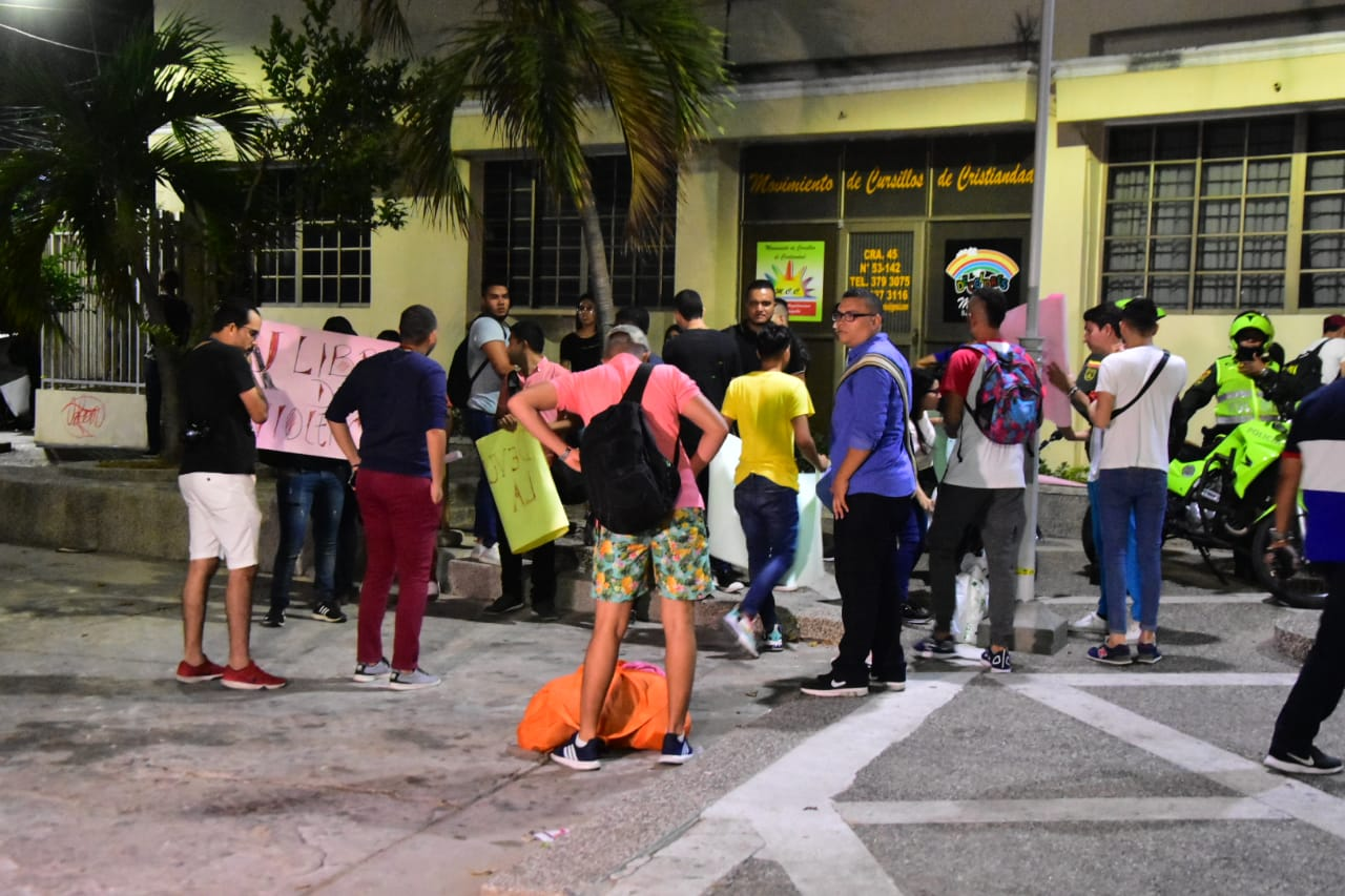 Estudiantes tras desalojar la Catedral.