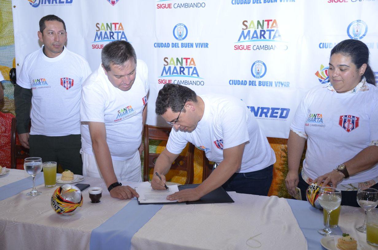 19 de enero de 2018 Se firma el convenio para que el Unión juegue en el estado Sierra Nevada.