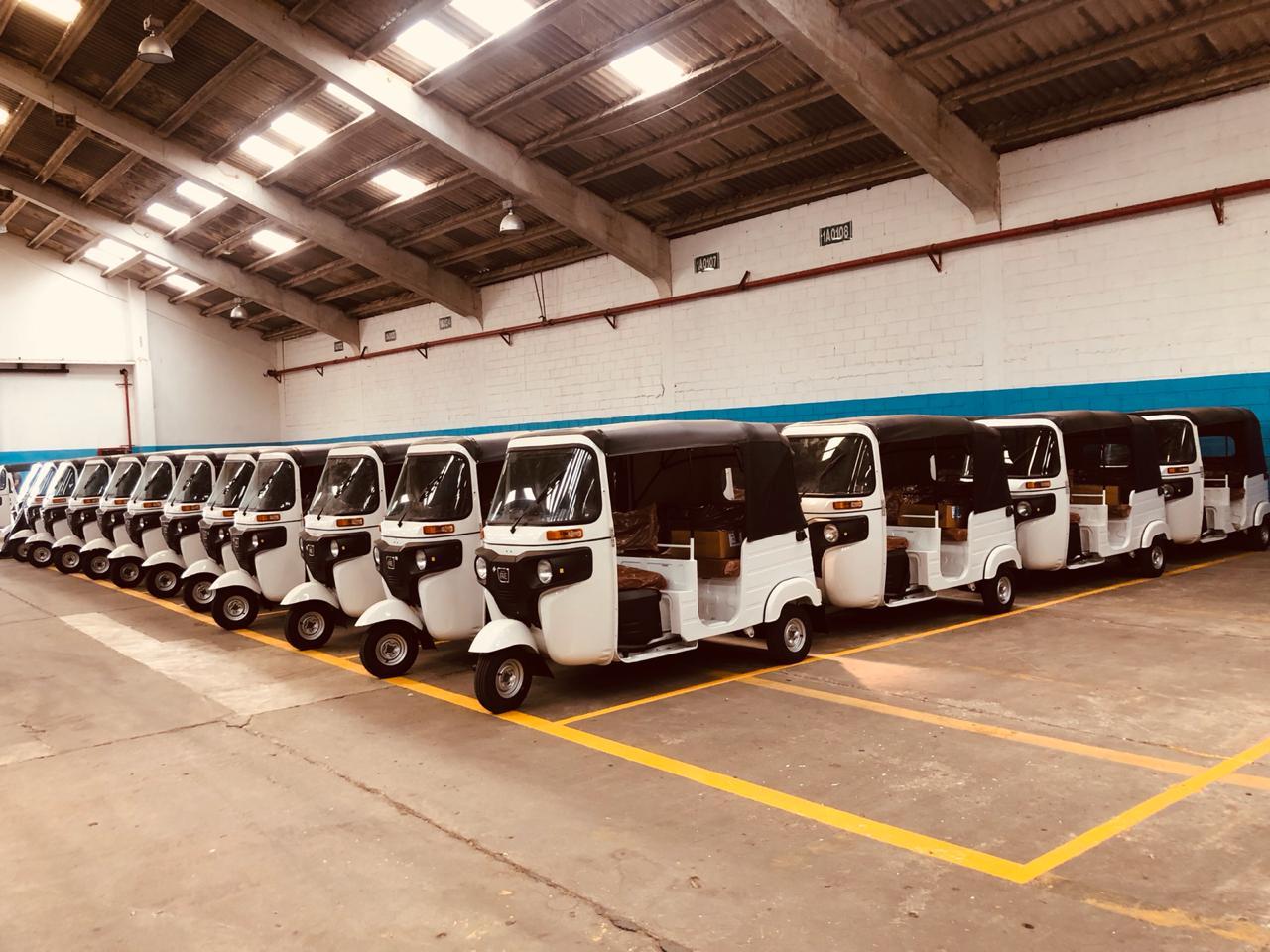 Motocarros de la marca india Bajaj son ensamblados en una planta del Grupo Uma en Barranquilla.