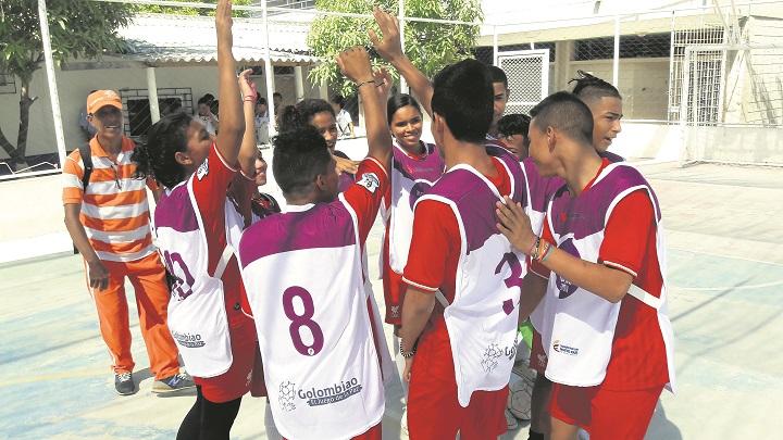 El deporte es utilizado en las iniciativas con la comunidad.