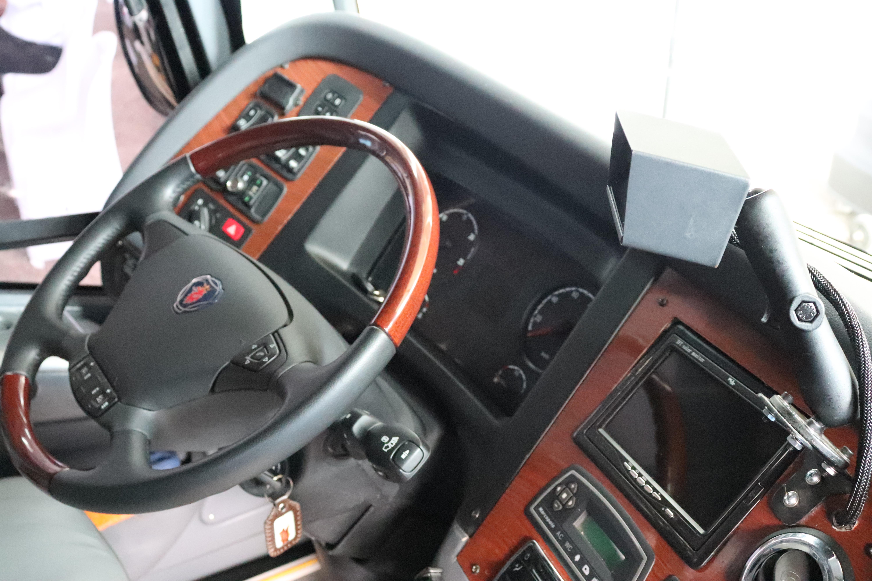 2.    El dispositivo está instalado en la parte frontal de los buses de Unitransco.
