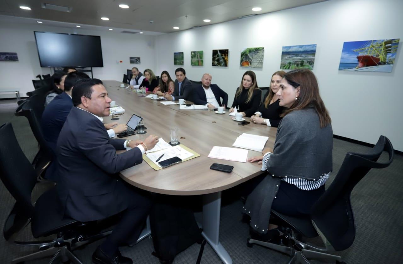 Aspecto de la reunión con la ministra de Transporte, Ángela María Orozco, que se cumplió en Bogotá.