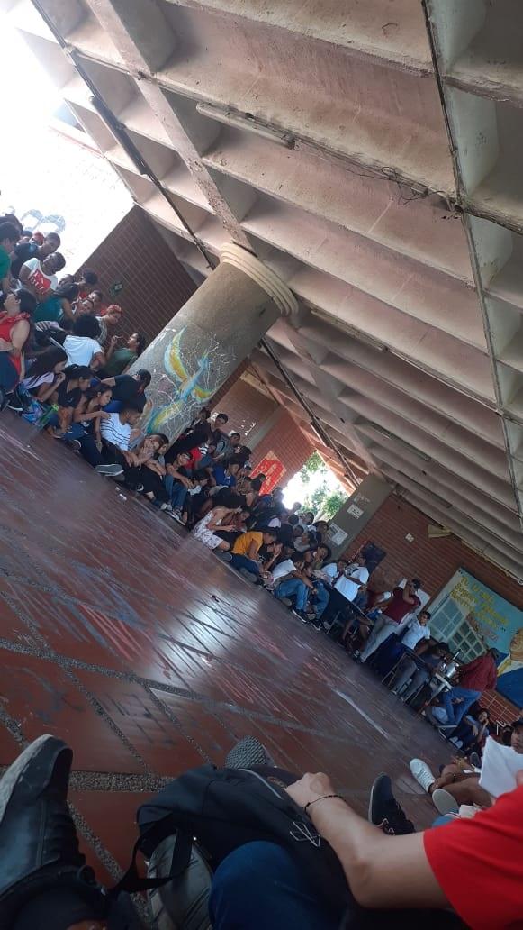 Aspecto de la asamblea de la Facultad de Educación.