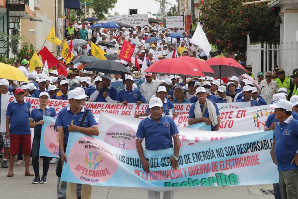 Trabajadores marchan por las calles de Sincelejo.