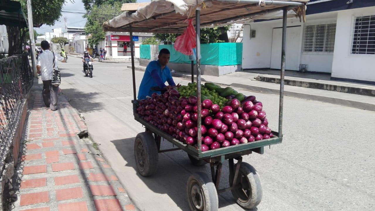 José Benavides vende berenjenas en Montería.
