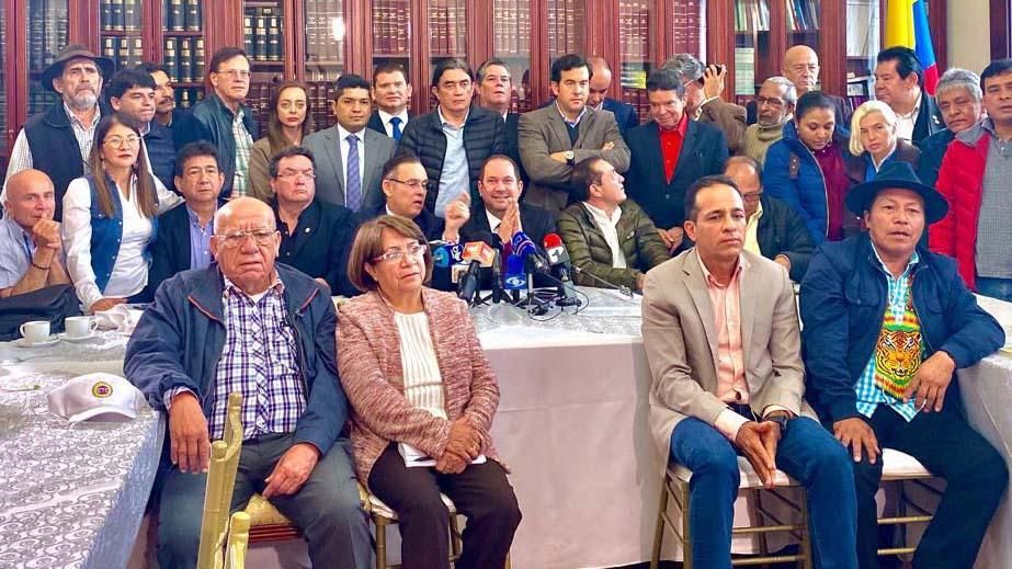 Voceros de los diferentes partidos políticos y el presidente del Senado se reunieron, el pasado miércoles, con el Comité Nacional de Paro en el Congreso.