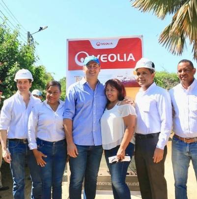 El alcalde Marcos Pineda en su visita al barrio Villa Ana.