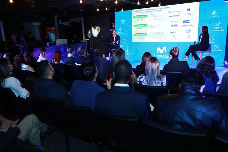 Fabián Hernández, presidente ejecutivo de Movistar Colombia (izquierda) y Carolina Navarrete, directora B2B de Movistar Colombia (derecha) durante la presentación.