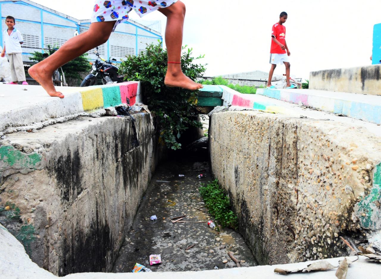 A este canal cayó el pequeño José David Morales H.