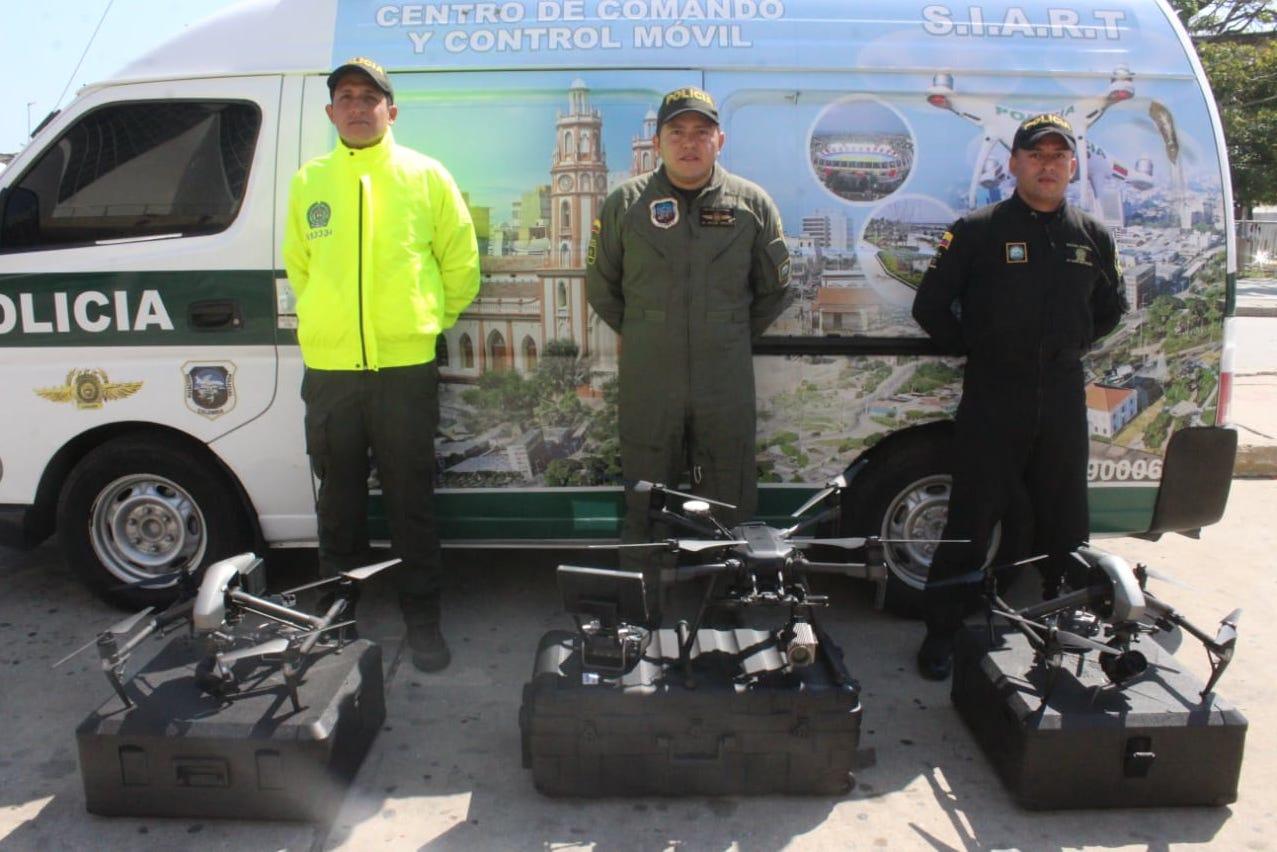 Tres de los drones que serán usados las marchas.