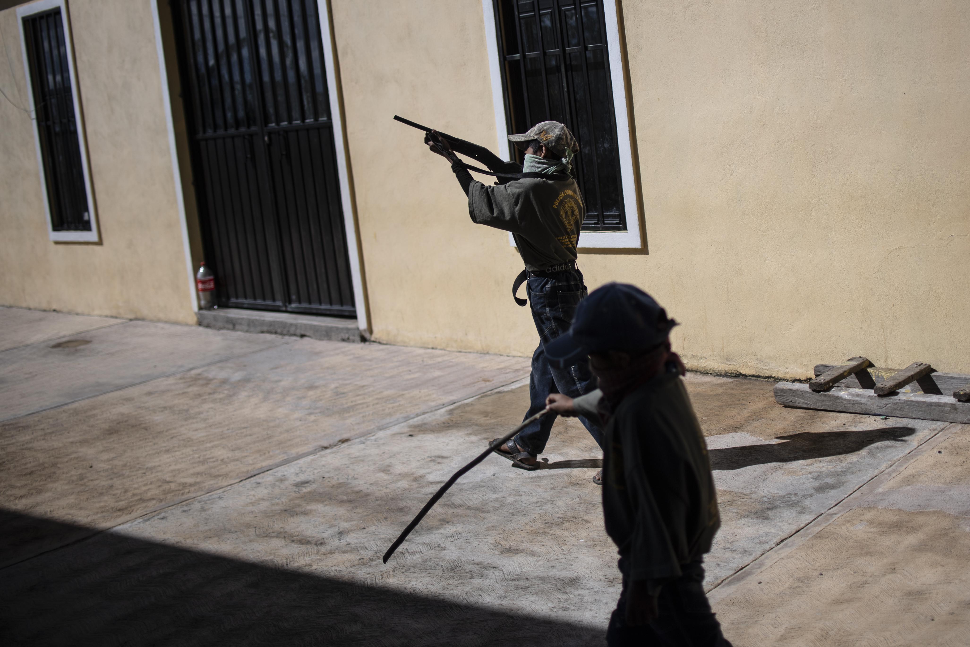 Entrenamiento de patrullaje de los niños en Ayahualtempa.
