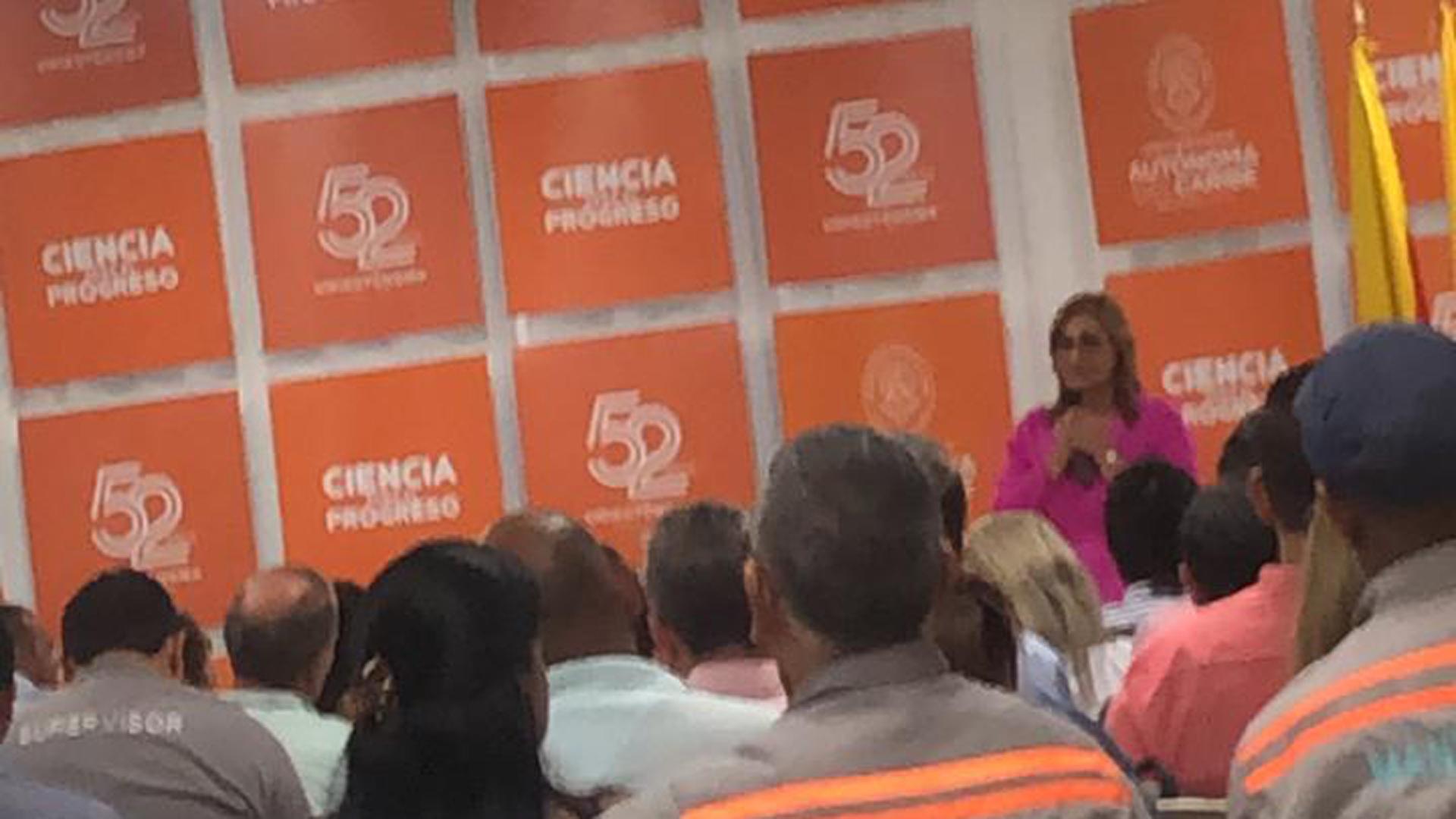 Momento en el que Claudia Da Cunha anunciaba su renuncia.