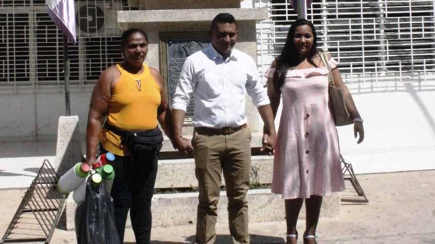 Nubia Estrada (madre del alcalde), Edulfo Villar y su esposa y primera dama, Malviris Pérez.