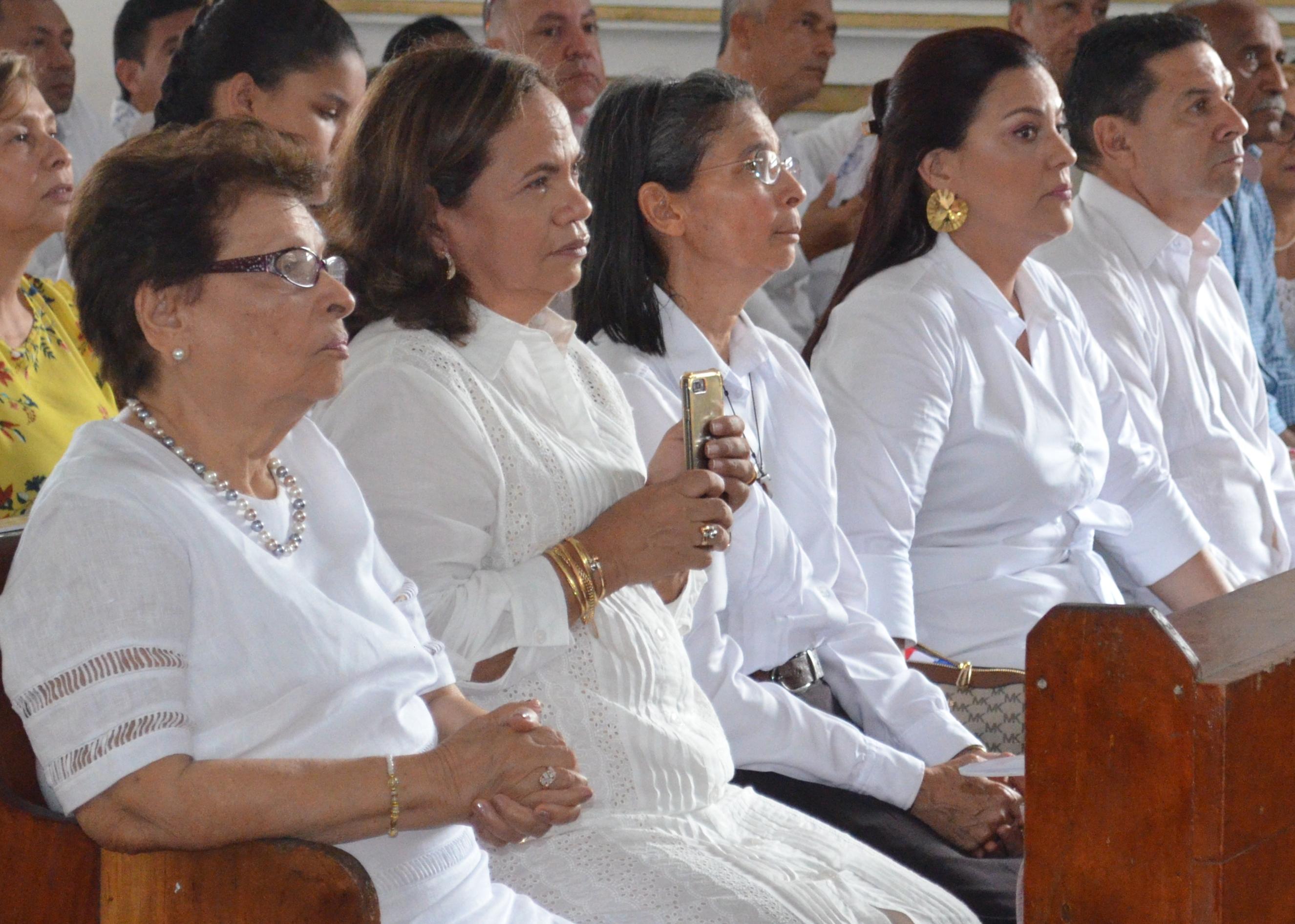 La madre y hermanos del alcalde José Chadid.