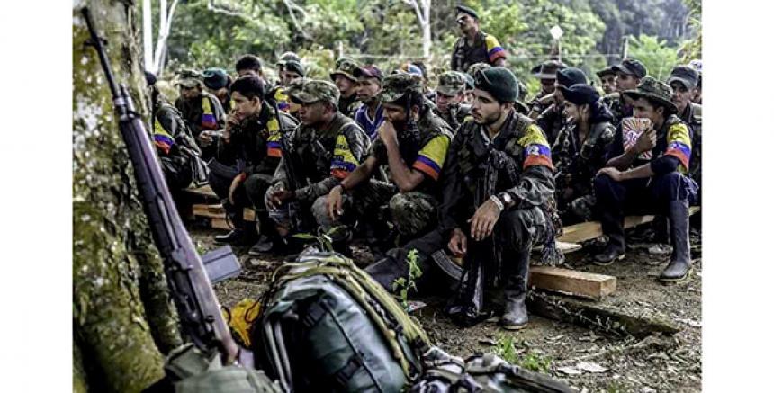 Exguerrilleros de la extinta Fuerza Revolucionaria de Colombia, Farc, en un campamento del sur del país.