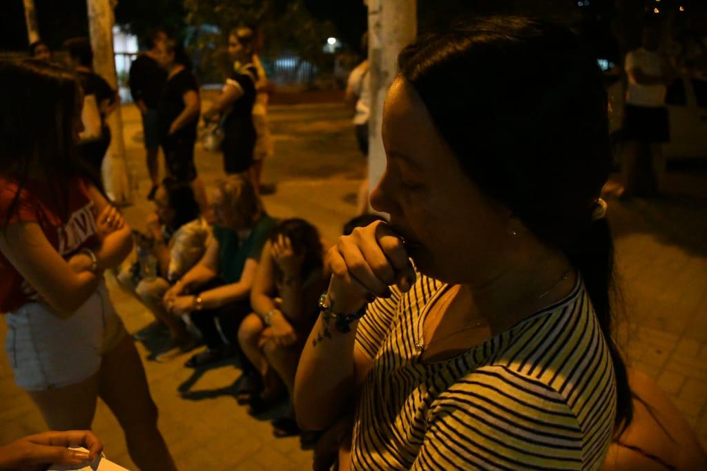 Familiares de María Fernanda Aguilar a las afueras del Hospital de Puerto