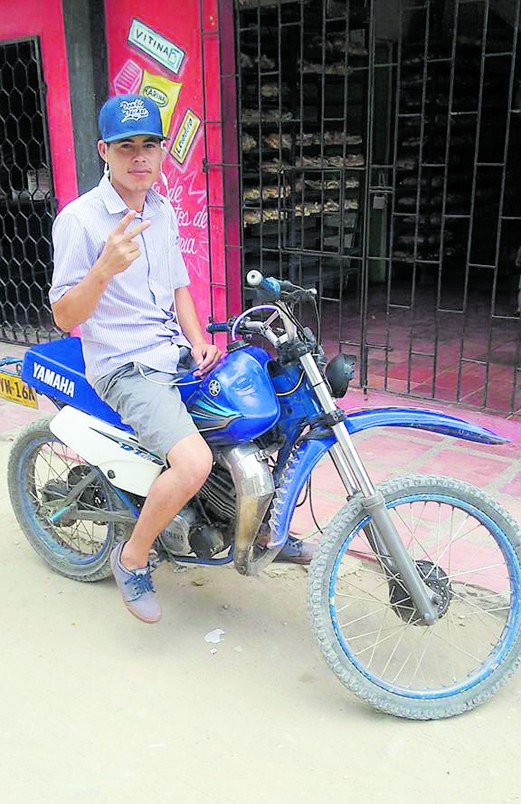 Renato pasó de ser jockey en su país a mototaxista.