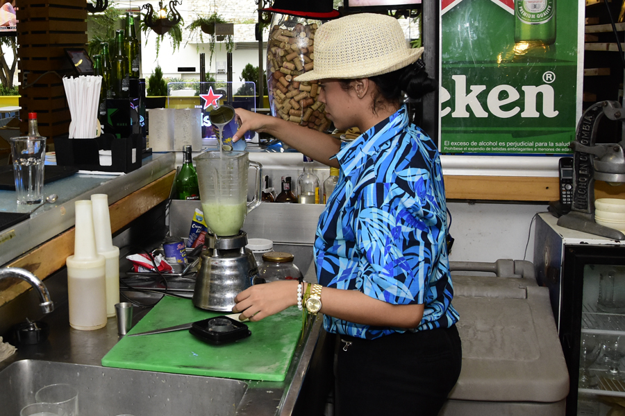 Durante la preparación de una limonada frappe.