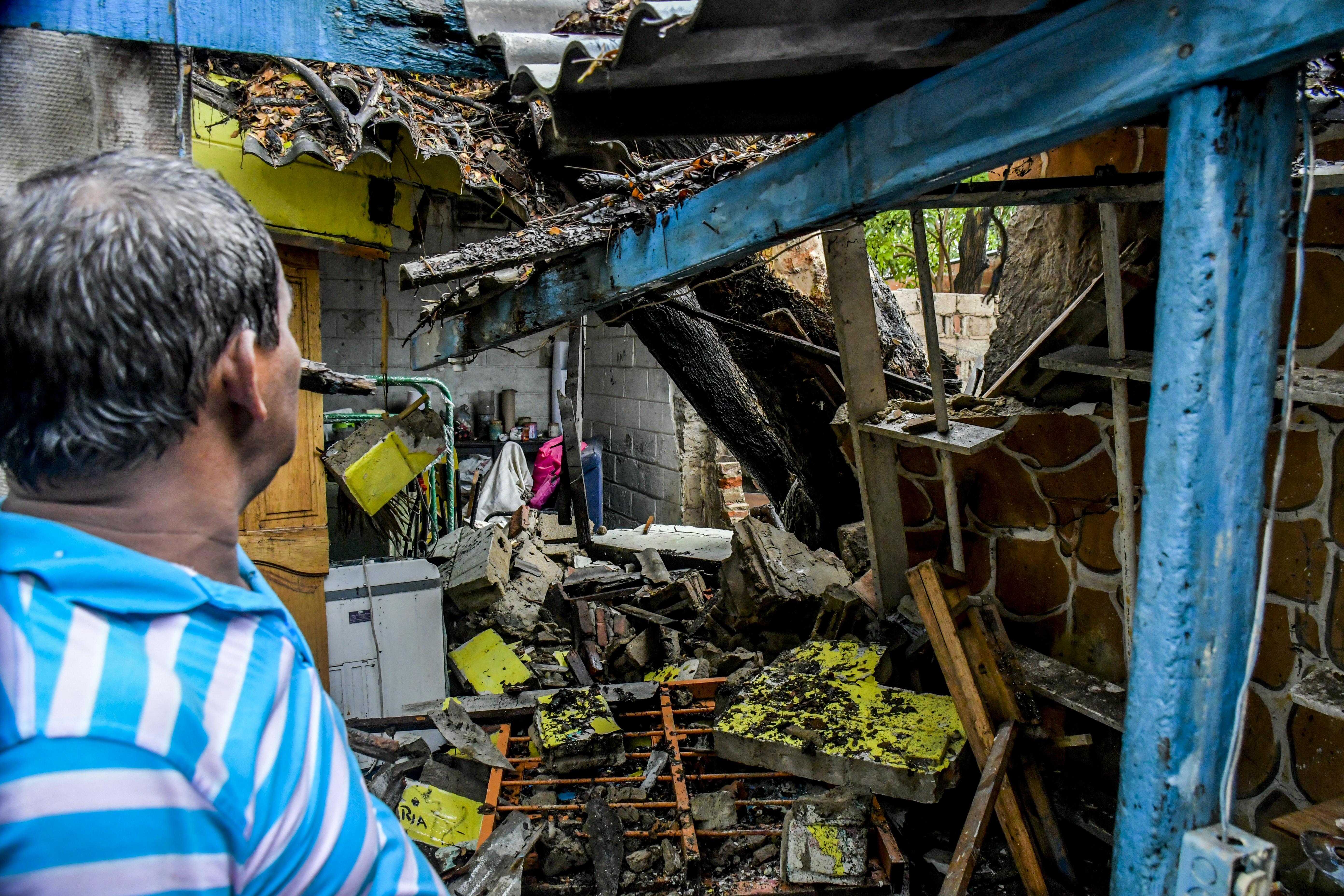 Daños causados por el árbol caído en Rebolo.