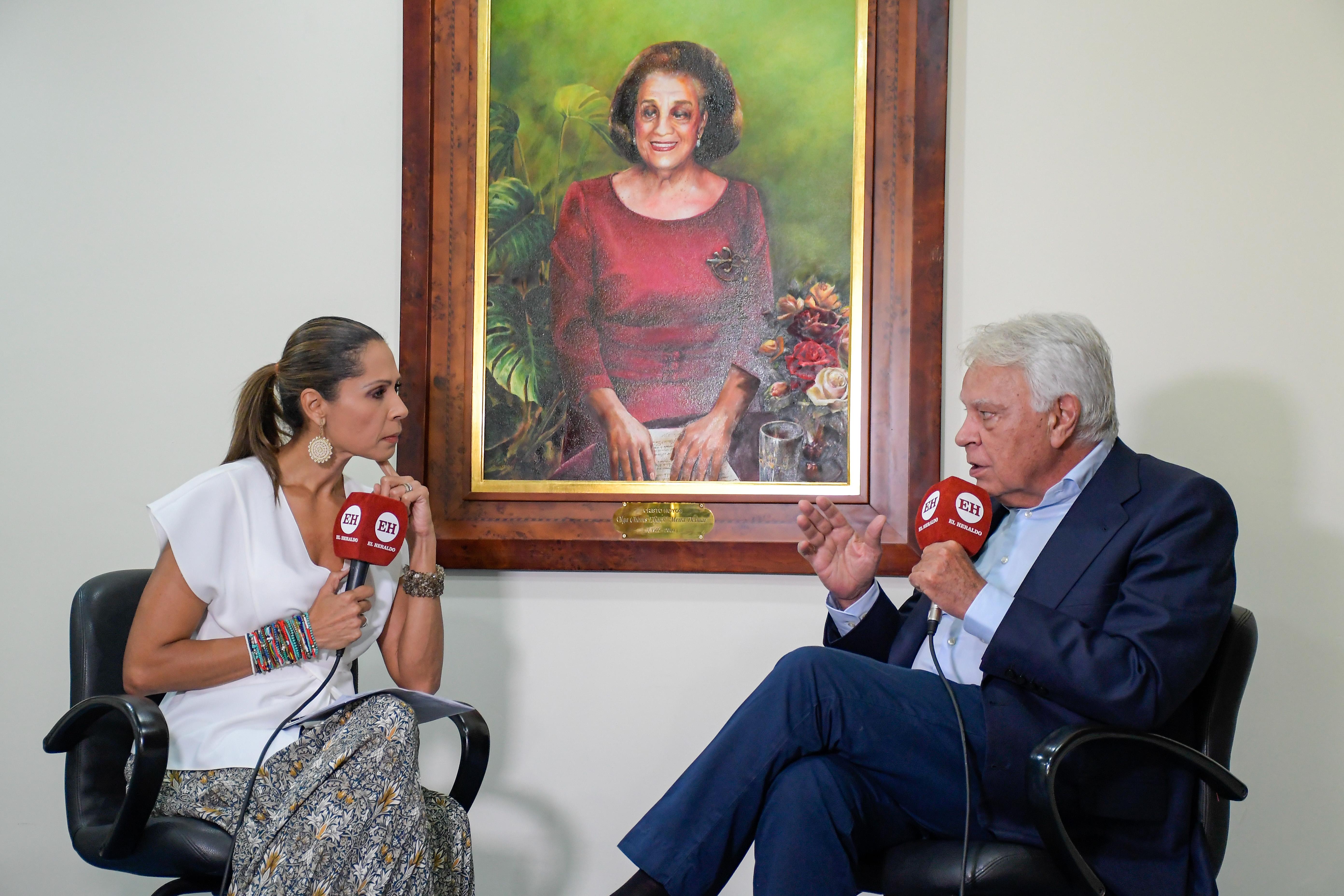 El expresidente Felipe González es entrevistado por la directora de EL HERALDO, Erika Fontalvo.