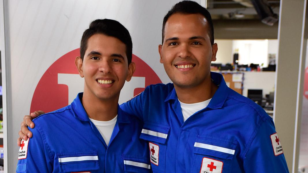 Juan y Manuel Flores, dos hermanos rescatistas de la Cruz Roja.