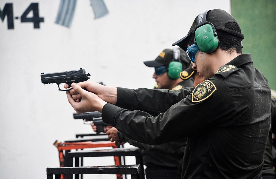 Disparando una Sig Sauer sp2022.