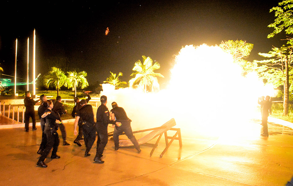 Diferentes granadas fueron utilizadas por el Esmad en la simulación.