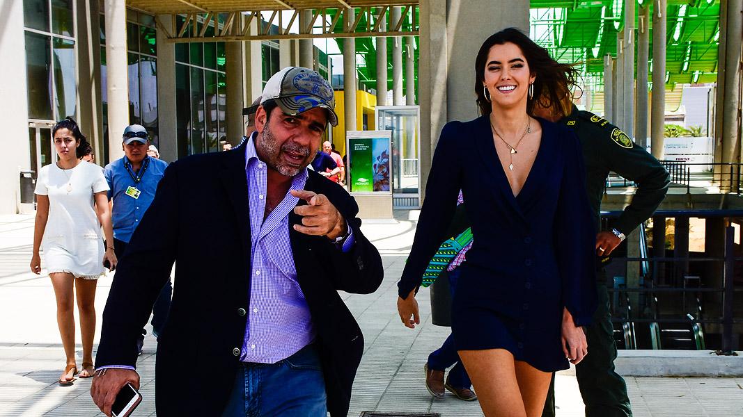 El mandatario durante un recorrido por el Gran Malecón del Río con la ex Miss Universo Paulina Vega Dieppa.