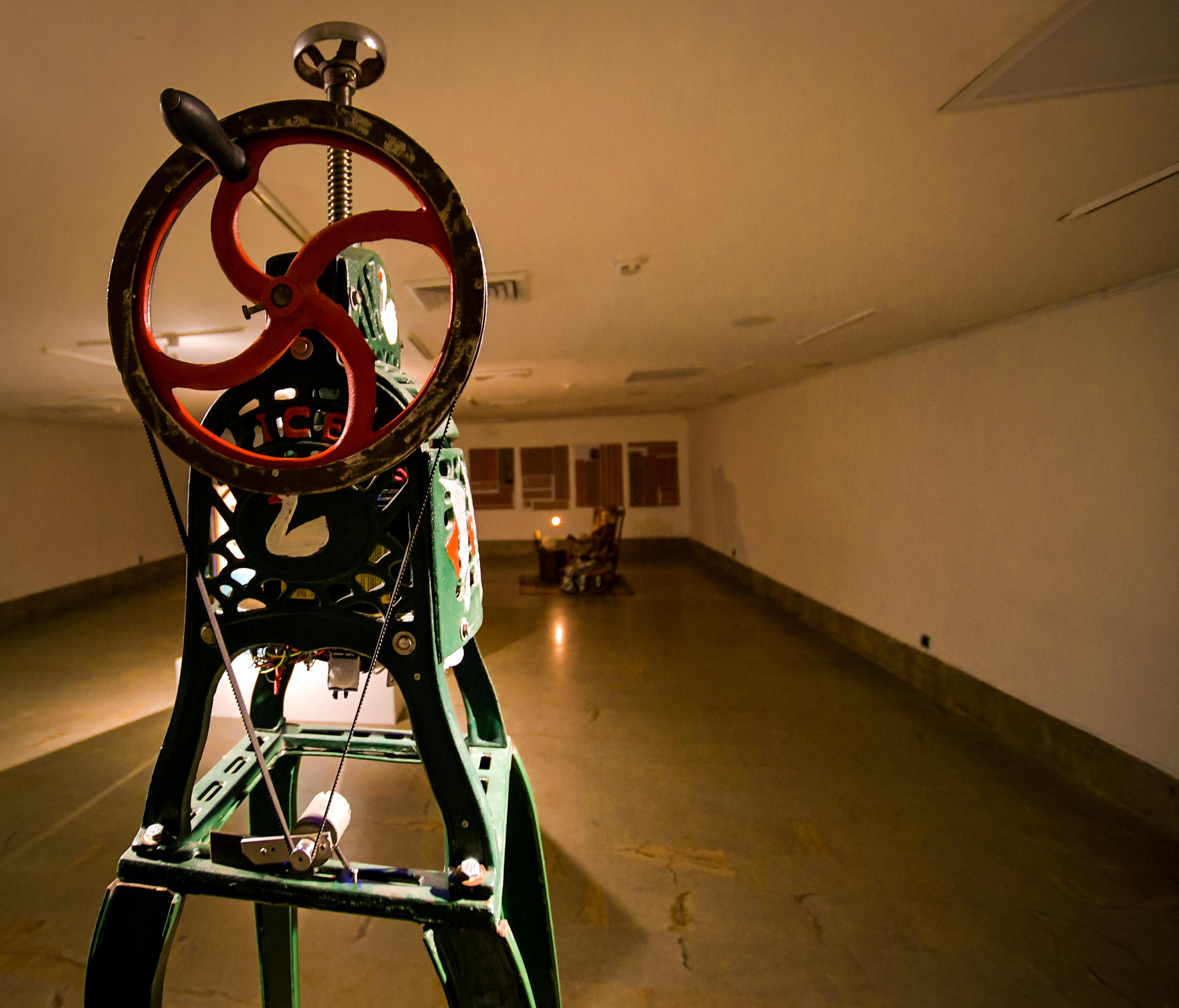 La máquina raspahielos se activa al entrar en la exposición.