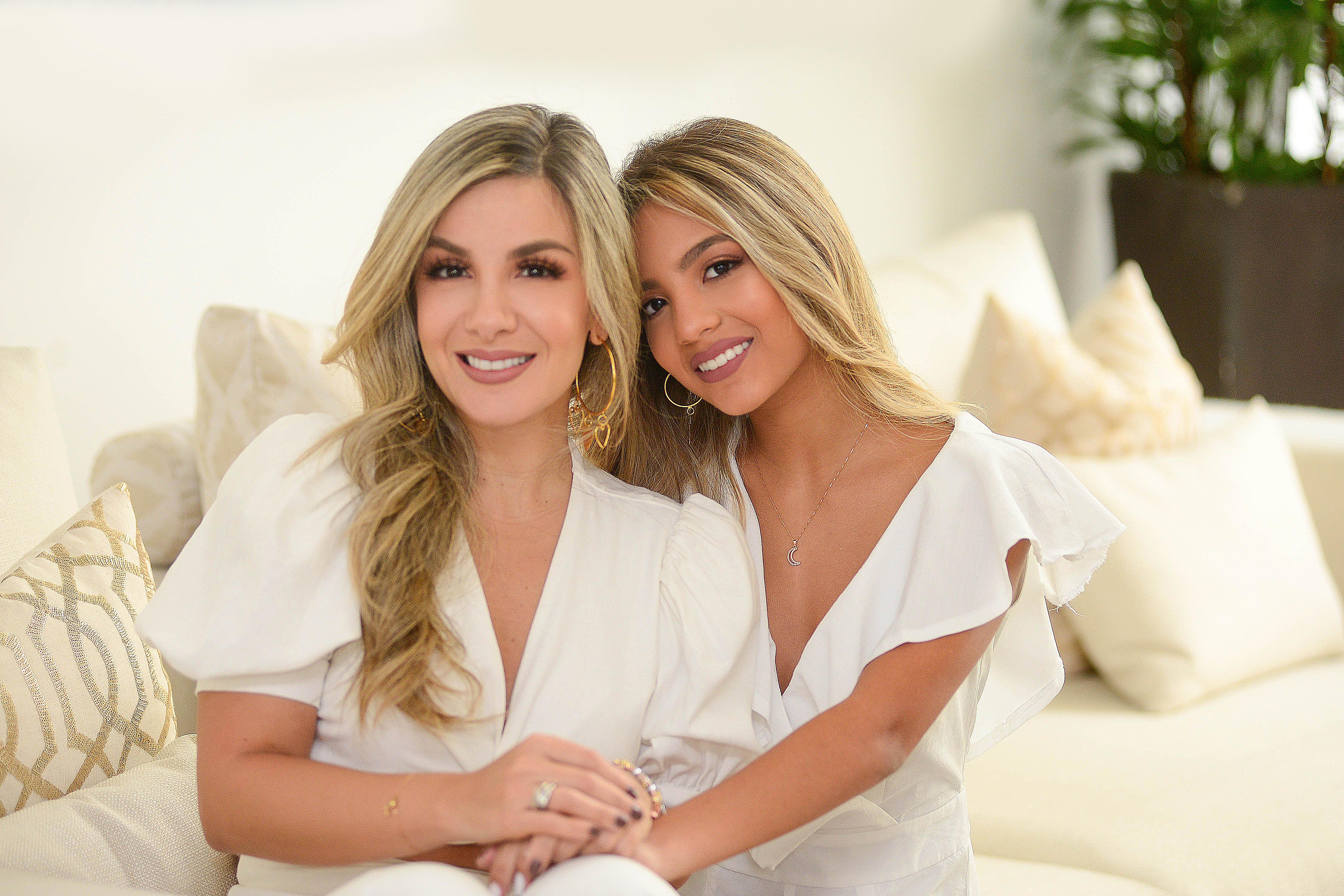 Liliana en compañía de su hija Gabriella.