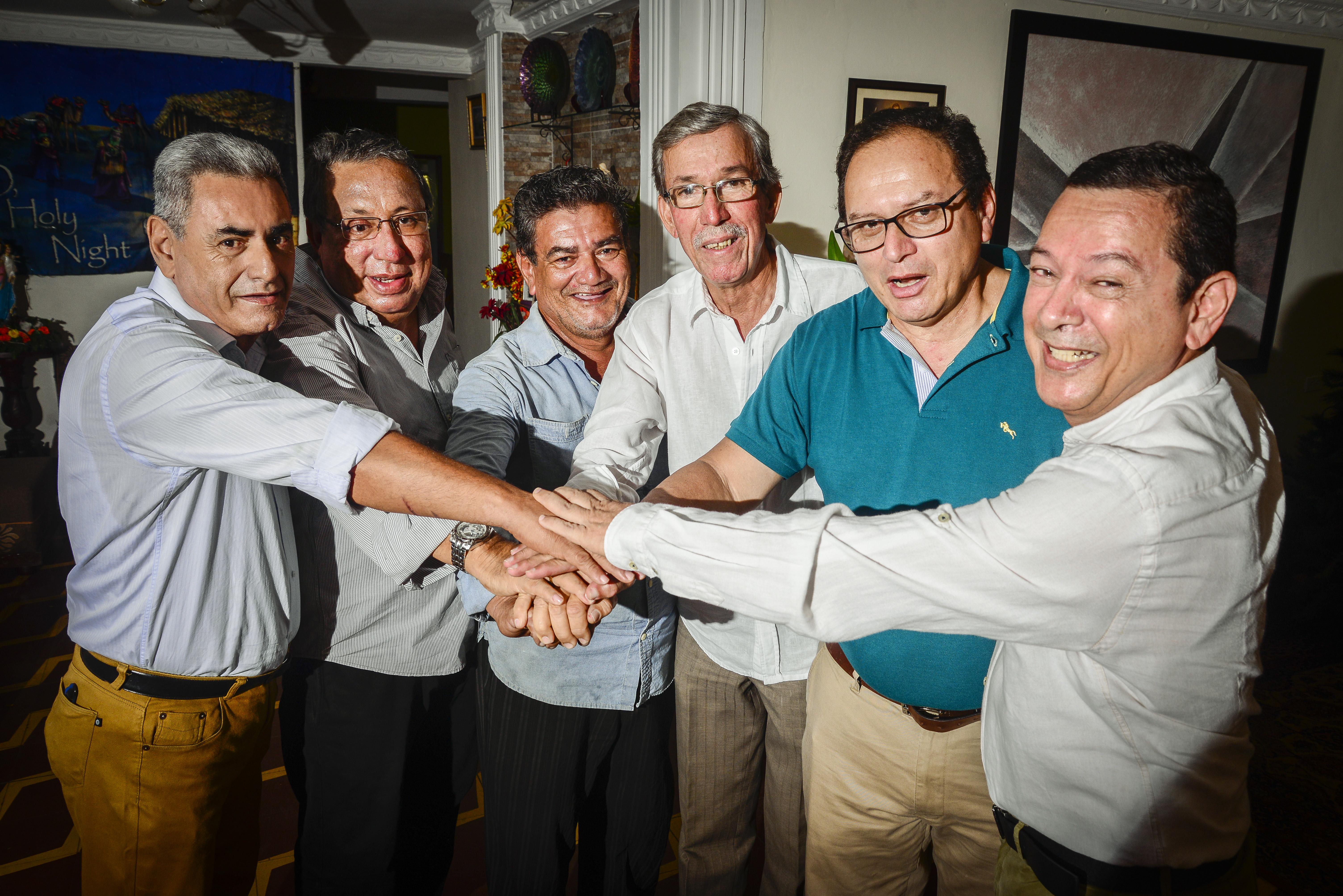 Los seis siempre han estado unidos, pero después del accidente, los lazos se afianzaron aún más.