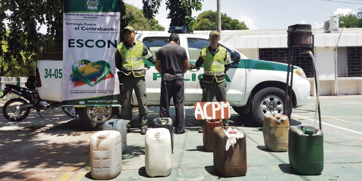 Policías detienen a un hombre por contrabando de gasolina y ACPM en La Guajira.