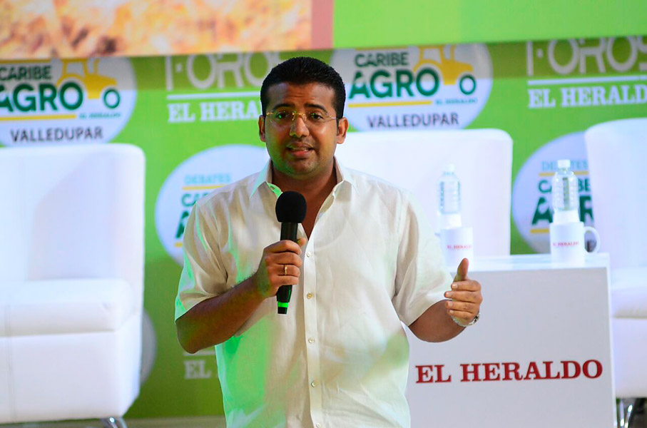 Augusto Ramírez, alcalde de Valledupar, interviene en el foro promovido por EL HERALDO este viernes en esa ciudad.