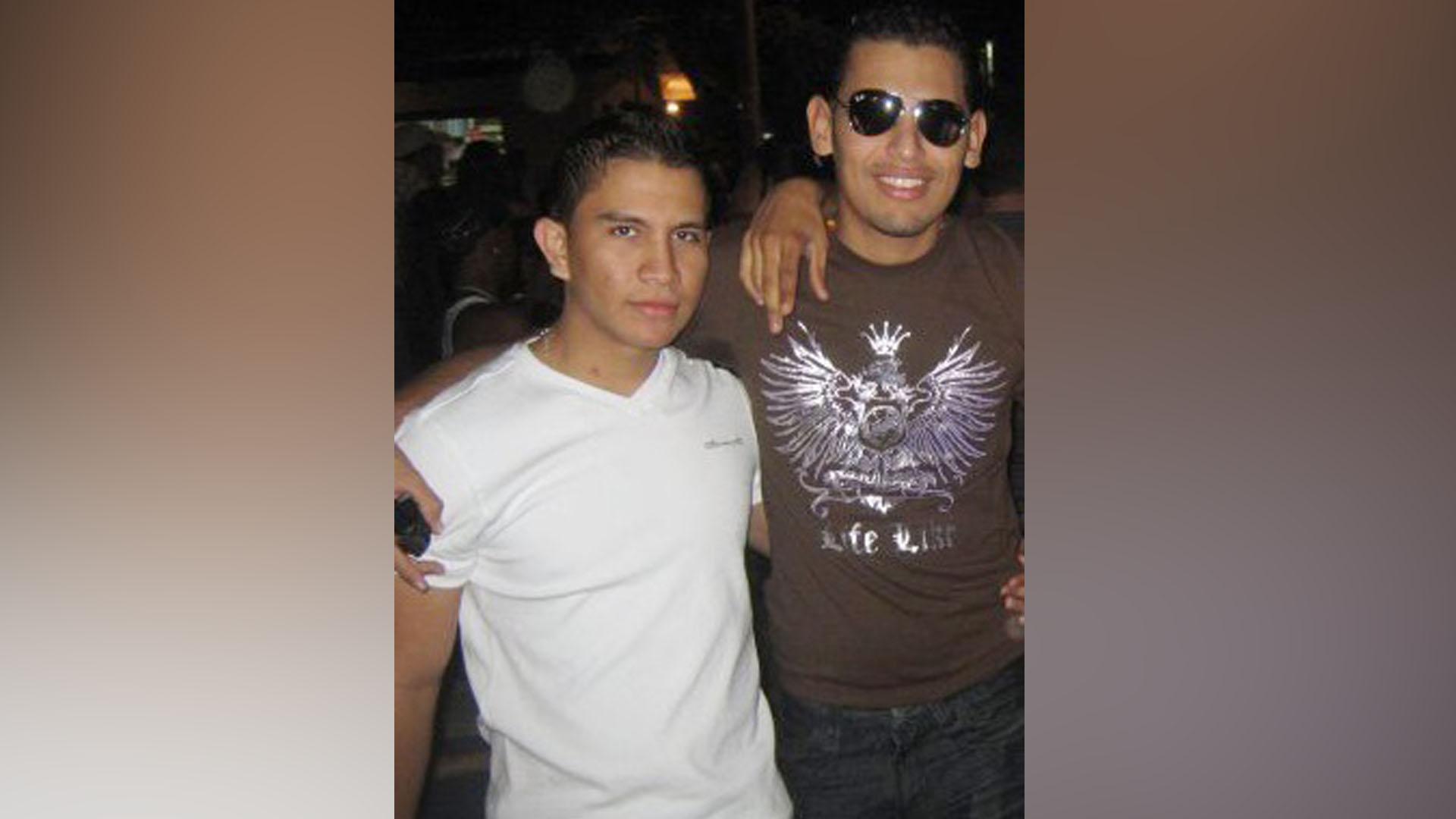 Carlos camargo Piedrahita y Jonathan Gutiérrez Castro en una foto que se tomaron en febrero de 2009. Cortesía
