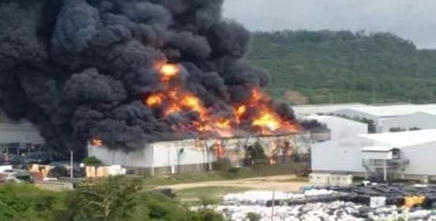 Incendio afecta a bodega de Ajover en Mamonal, zona ...