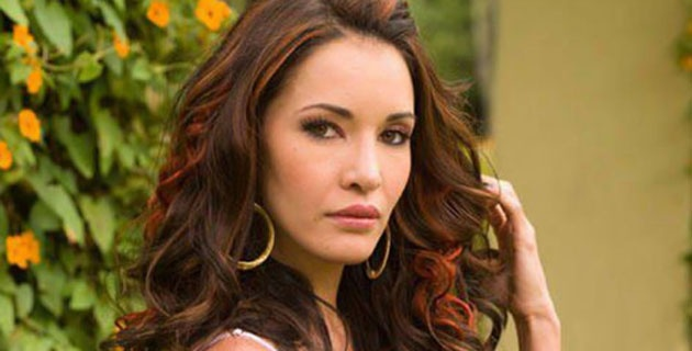 Acclaimed Actress Laura Flores Signs Exclusive Contract