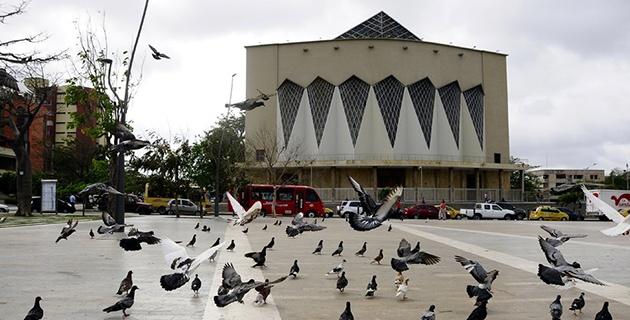 Grupo de bandalos y homosexuales serán desalojados de la plaza de la paz por inadecuado uso del lugar.