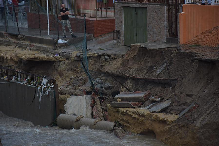 Socavaci n en canalizaci n de la 21 preocupa a habitantes for Terraza de la casa barranquilla domicilios